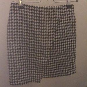 Asymmetrical houndstooth mini skirt